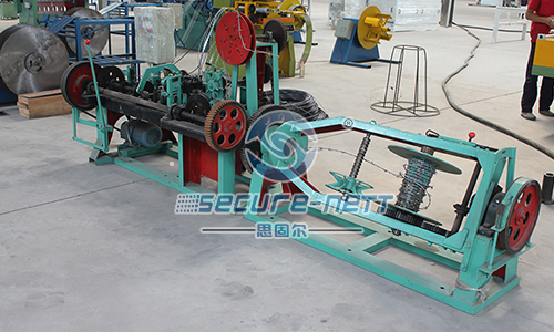 China Galvanized Low Carbon Steel Wire Barbed Wire Machine
